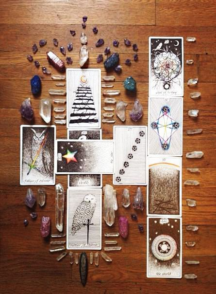 Tarot vs Oracle: What's The Difference?
